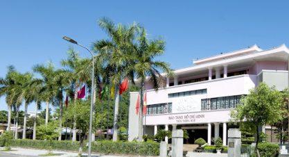 Các đoàn viên ưu tú thăm Bảo tàng Hồ Chí Minh